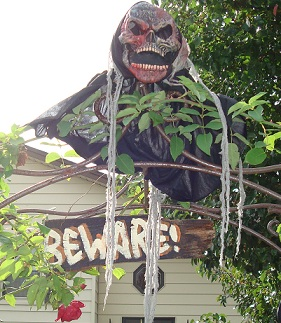 Halloween Yard Decorations on Halloween Decorating Ideas  I Have More Fun Decorating For Halloween